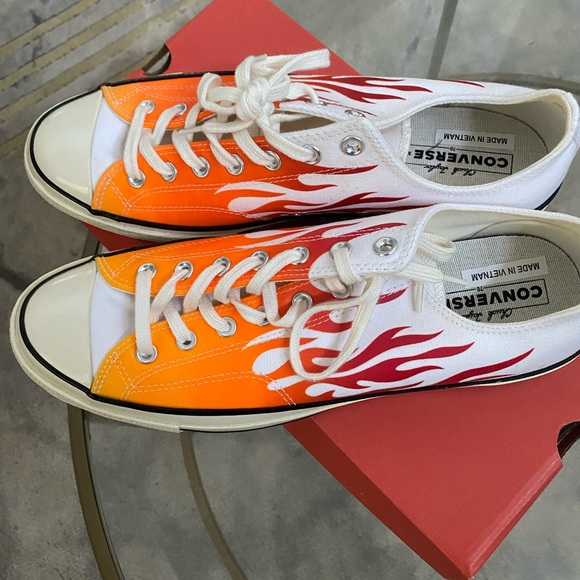 Converse Flames Low